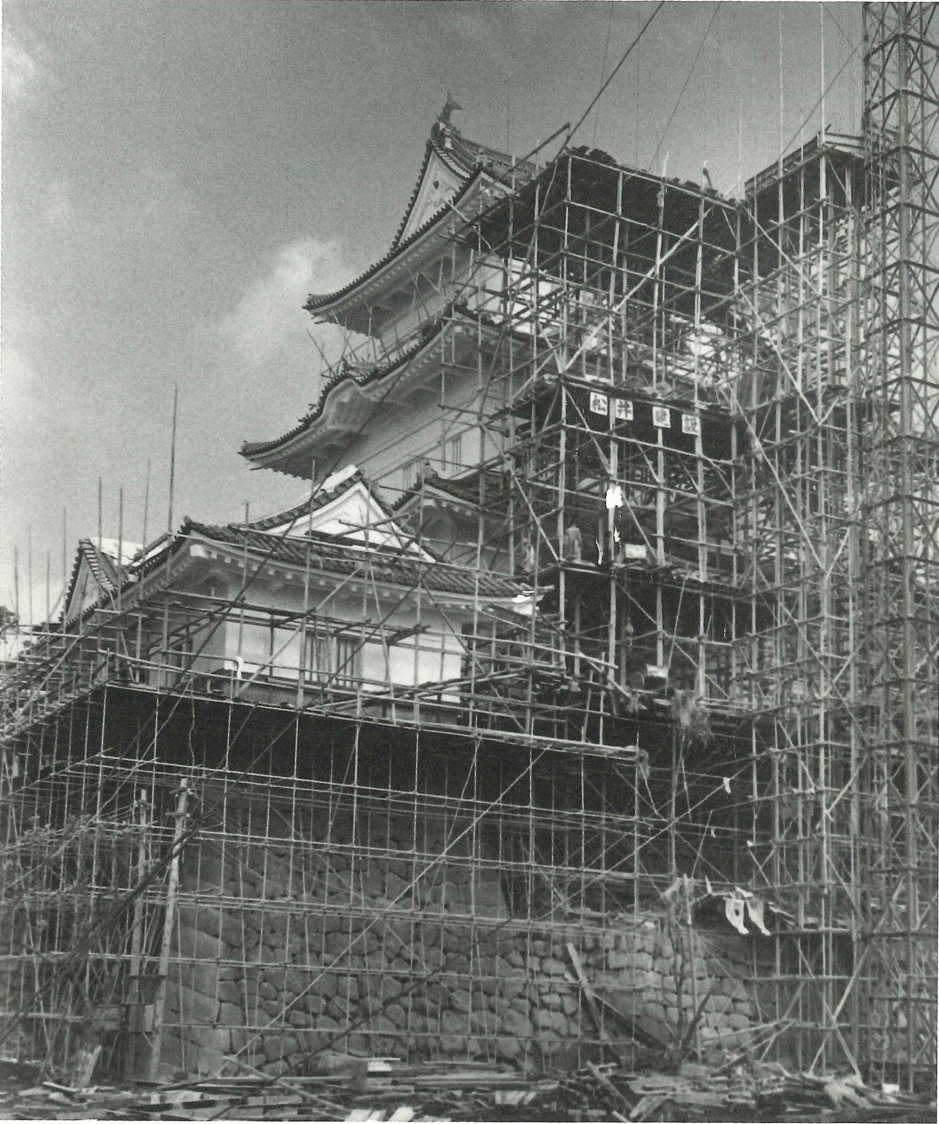 再建中の小田原城天守閣